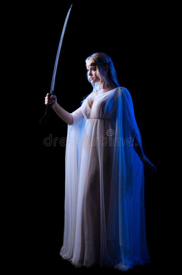 I giovani elven la ragazza con la spada fotografia stock libera da diritti