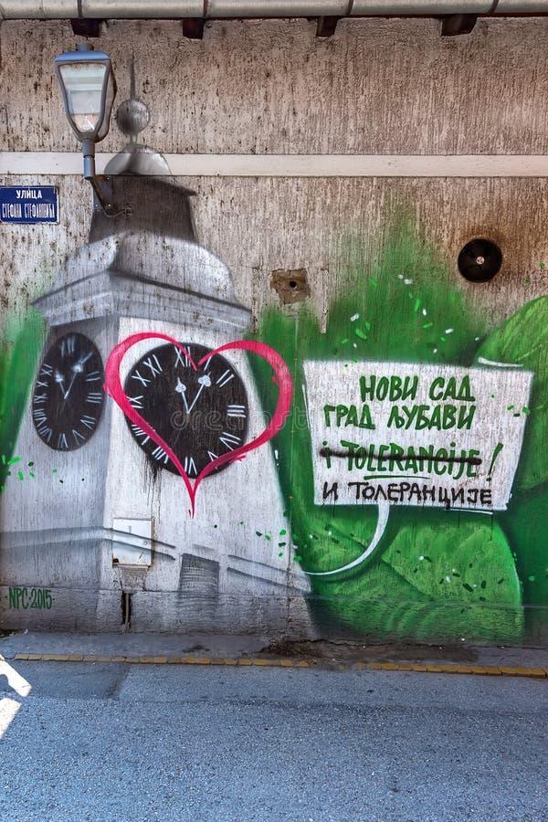I graffiti hanno coperto le pareti nelle vie di Novi Sad, Serbia fotografia stock libera da diritti