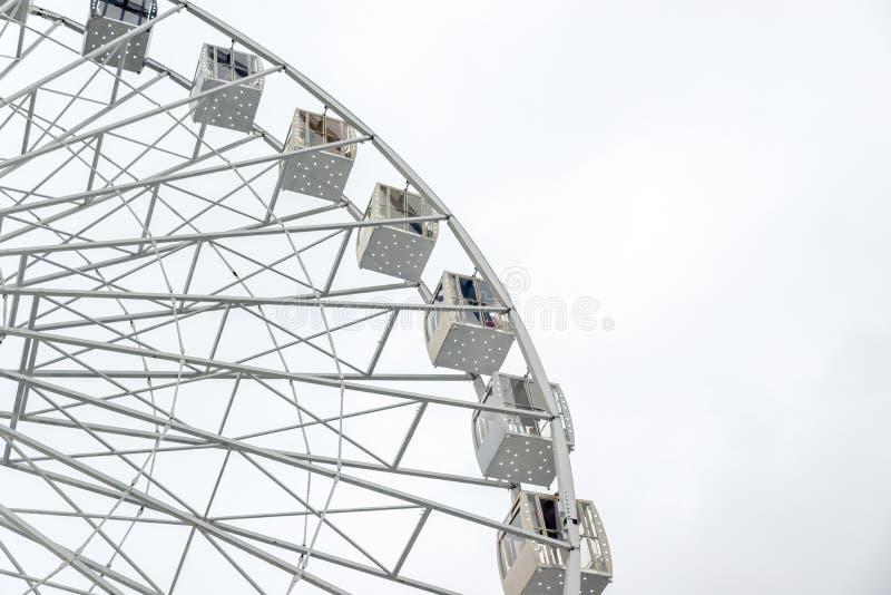 I grandi ferris bianchi spingono la struttura completa fotografia stock libera da diritti