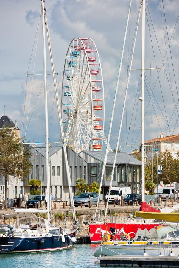 I grandi ferris spingono dentro il porto di La Rochelle, Francia immagini stock