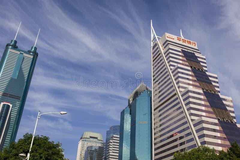 I grattacieli del distretto commerciale a Shenzhen, Cina fotografie stock libere da diritti