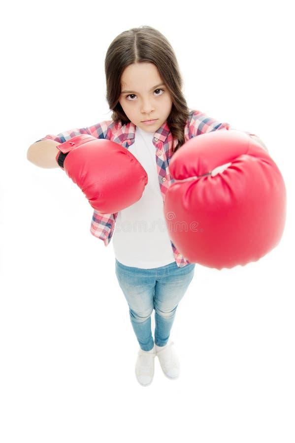 I guantoni da pugile del bambino hanno isolato bianco Pugile del bambino difendersi Attività di sport Pratica di pugilato Movimen fotografie stock