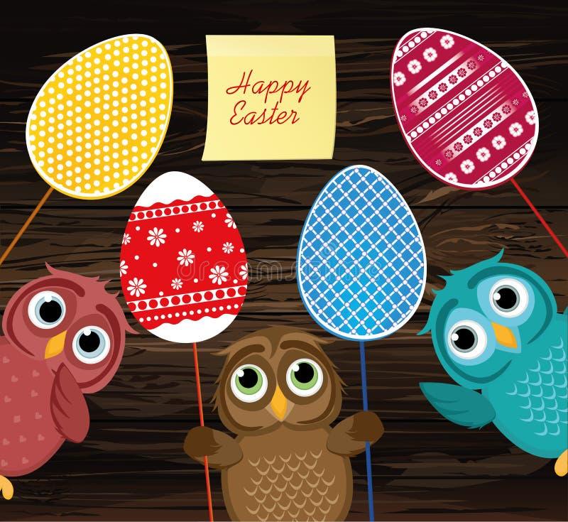 I gufi tengono le uova decorate Pasqua su un bastone multicolored vuoto illustrazione di stock