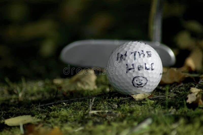 I hålet. Golfbegrepp  arkivfoton
