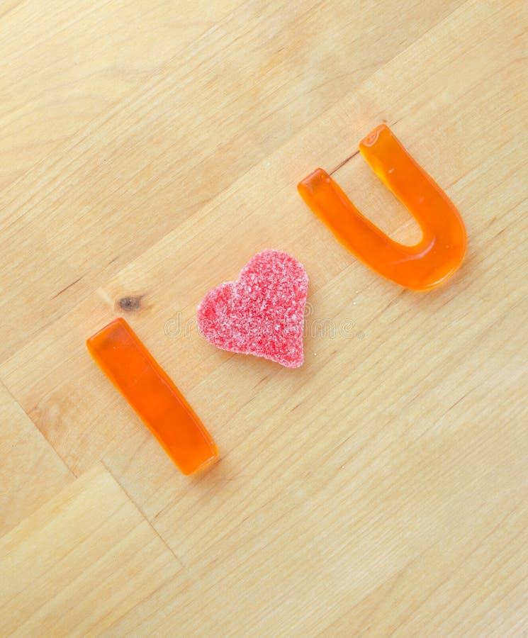 I Herz U in der gummiartigen Süßigkeit stockbilder