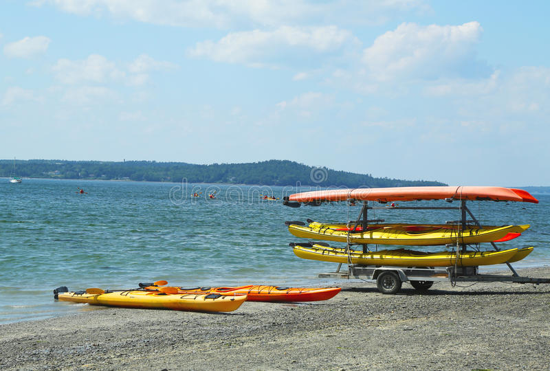 I kajak del mare pronti per i turisti ad Antivari Harbor fotografie stock