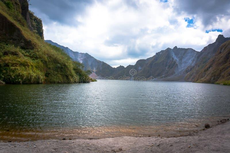 I krater av monteringen Pinatubo royaltyfri bild