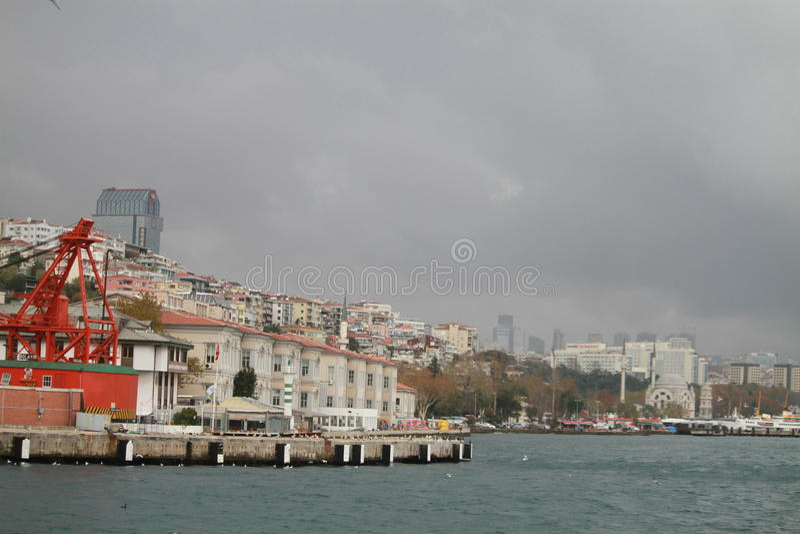 I kusterna av Istanbul Turkiet arkivfoton