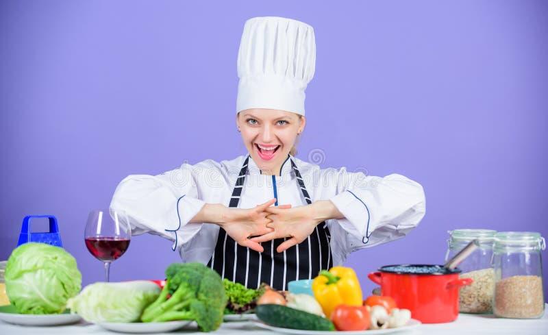 i Laisse la cuisson de début E Plat principal gastronome photo libre de droits