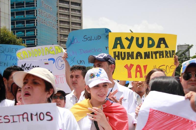I lavoratori di sanità protestano sopra la mancanza di medicina e di stipendi bassi a Caracas fotografia stock libera da diritti
