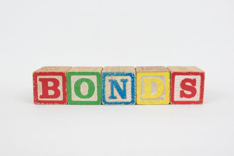 I legami di parola in blocchetti dei bambini di legno immagine stock