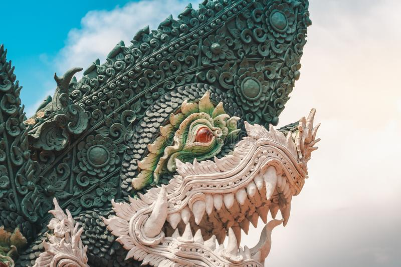 I legend ska Naga skydda buddhism royaltyfri bild