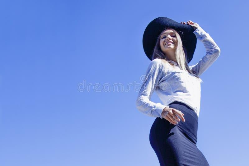 I ` m готовое на летний отпуск Счастливая красивая бизнес-леди a стоковое изображение
