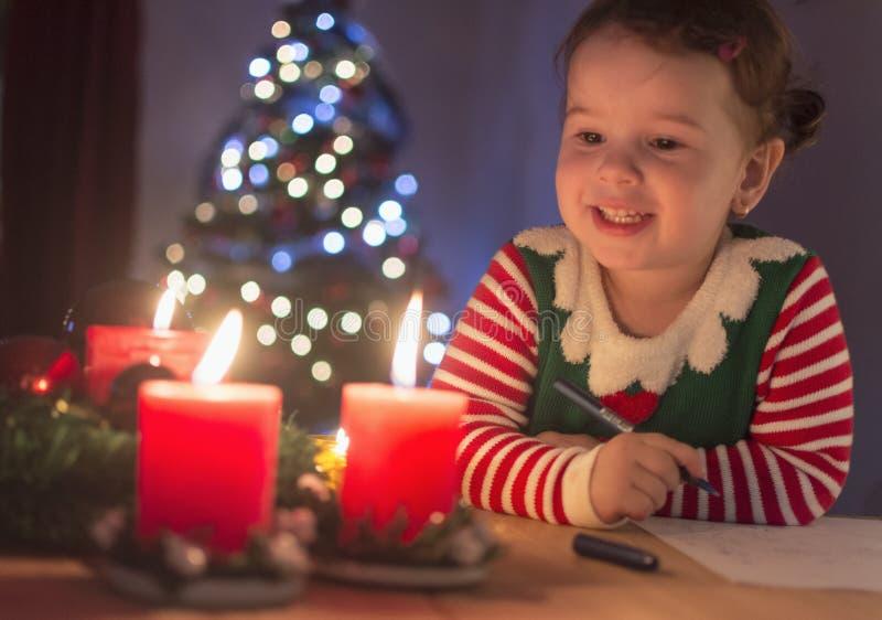 I ` M som skrivar ett brev till Santa Claus royaltyfri fotografi