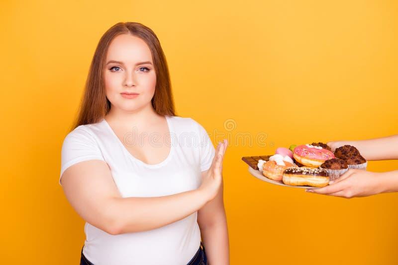 I ` m tegen het eten van producten die vet bevatten! -aangedreven vrouw w royalty-vrije stock fotografie