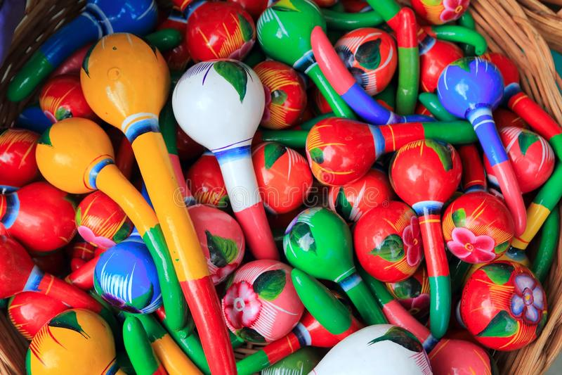 I maracas variopinti dal Messico handcraft verniciato fotografie stock