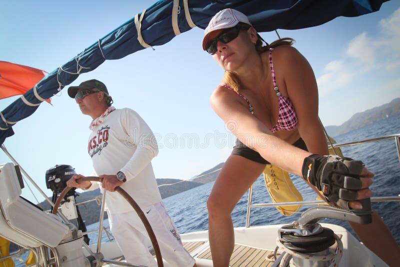 I marinai partecipa al Regatta di navigazione immagine stock libera da diritti