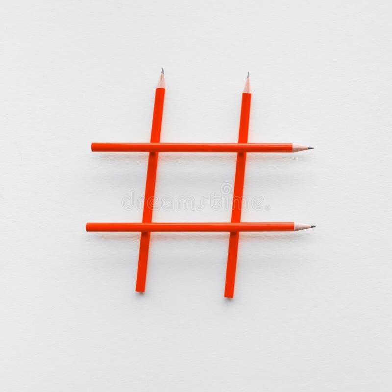 I media ed i concetti sociali di creatività con il segno di Hashtag hanno fatto della matita immagini commercializzanti digitali fotografia stock