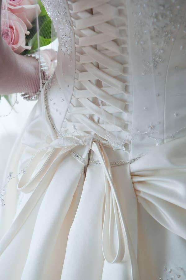 I merletti sopra appoggiano del vestito da cerimonia nuziale fotografia stock libera da diritti