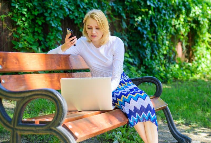I migliori capi vendite possiedono sempre queste abilità Tecniche di vendite di chiamata Riuscita chiamata Il capo vendite lavora fotografia stock