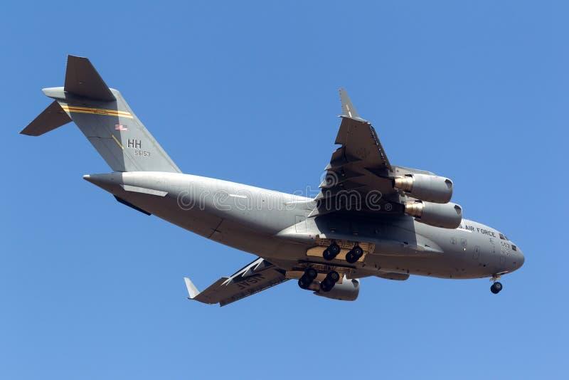 I militari del U.S.A.F. Boeing C-17A Globemaster III dell'aeronautica di Stati Uniti trasportano gli aerei 05-5153 immagine stock