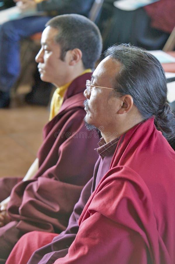I monaci tibetani messi per cerimonia buddista di autorizzazione di Amitabha alla meditazione montano in Ojai, CA immagini stock libere da diritti