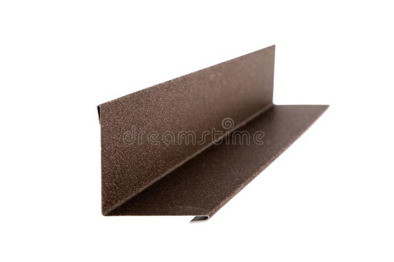 I montaggi hanno usato ad un tetto della casa Mattonelle del metallo Isolato su priorità bassa bianca fotografia stock libera da diritti
