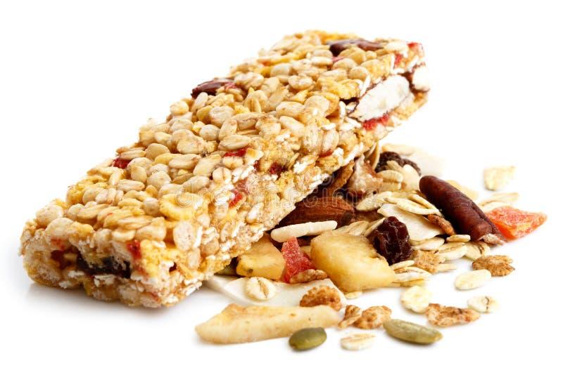 I muesli escludono sul mucchio di frutta, dei semi e dei dadi fotografia stock