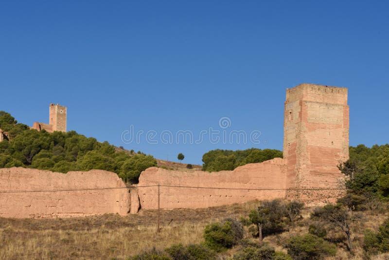 I mura di cinta medievali di Daroca e di Jaque si elevano, nei precedenti fotografia stock libera da diritti