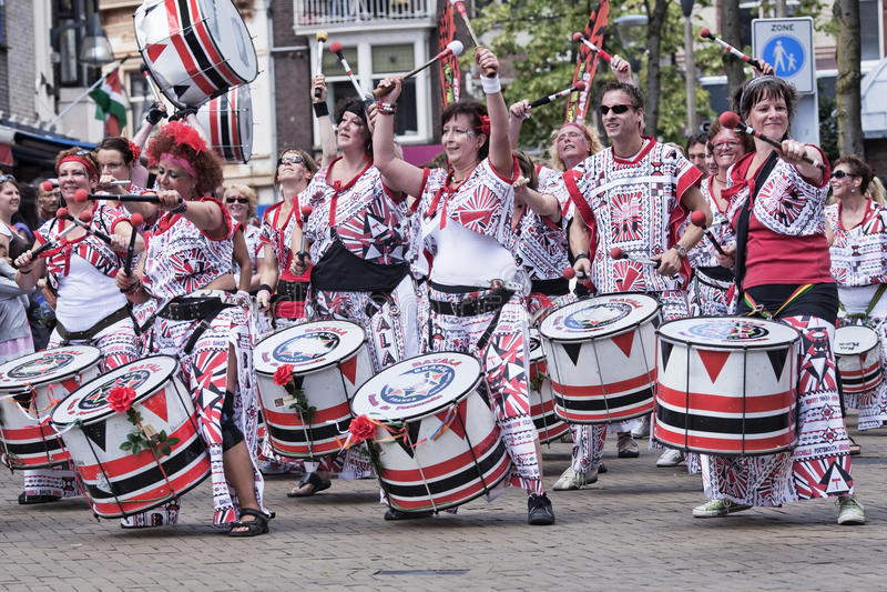 I musicisti partecipano alla T-parata annuale, Tilburg, Paesi Bassi fotografia stock libera da diritti