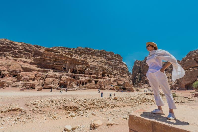 I nabatean stad av petra Jordanien royaltyfri bild