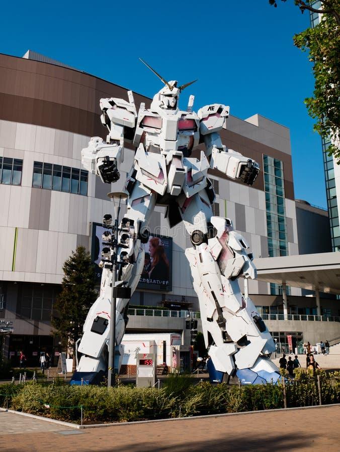 I naturlig storlek av RX-0 Unicorn Gundam på dykaren City Tokyo Plaza i Od royaltyfri bild