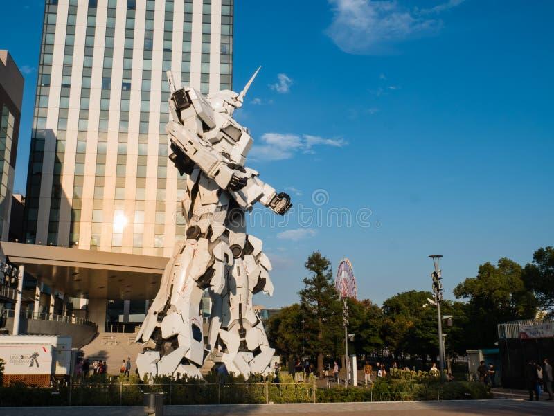 I naturlig storlek av RX-0 Unicorn Gundam på dykaren City Tokyo Plaza i Od arkivbilder