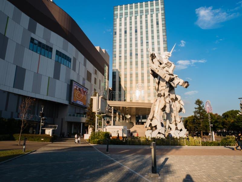 I naturlig storlek av RX-0 Unicorn Gundam på dykaren City Tokyo Plaza i Od royaltyfria bilder