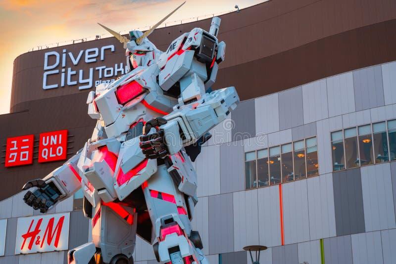I naturlig storlek mobil dräkt RX-0 Unicorn Gundam på dykaren City Tokyo Plaza i Tokyo, Japan royaltyfri foto