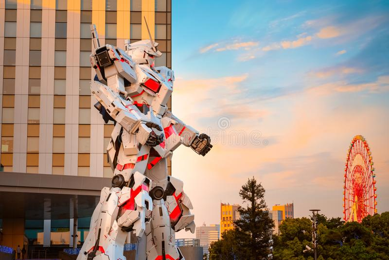 I naturlig storlek mobil dräkt RX-0 Unicorn Gundam på dykaren City Tokyo Plaza i Tokyo, Japan royaltyfri bild