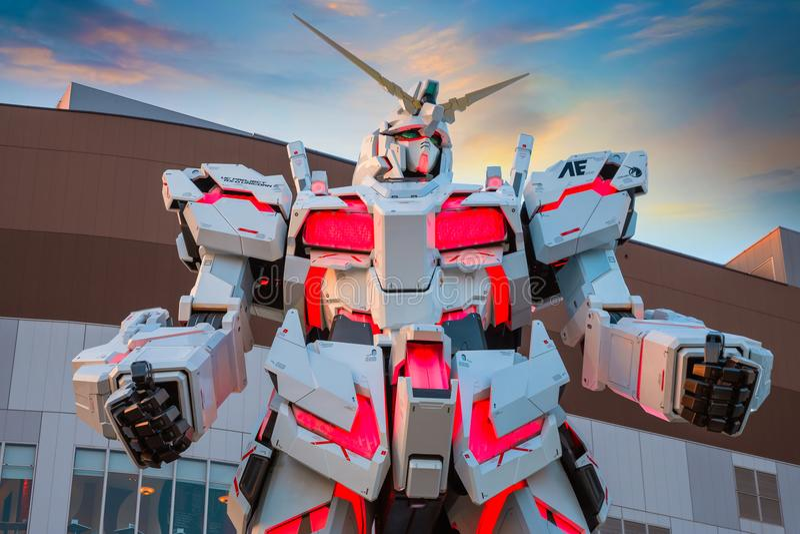 I naturlig storlek mobil dräkt RX-0 Unicorn Gundam på dykaren City Tokyo Plaza i Tokyo, Japan royaltyfri fotografi