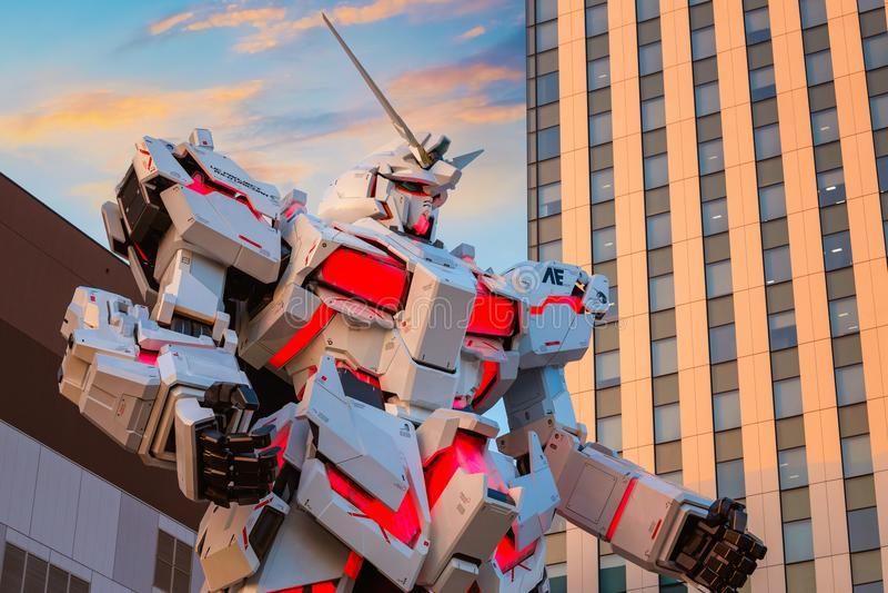 I naturlig storlek mobil dräkt RX-0 Unicorn Gundam på dykaren City Tokyo Plaza i Tokyo, Japan arkivfoto