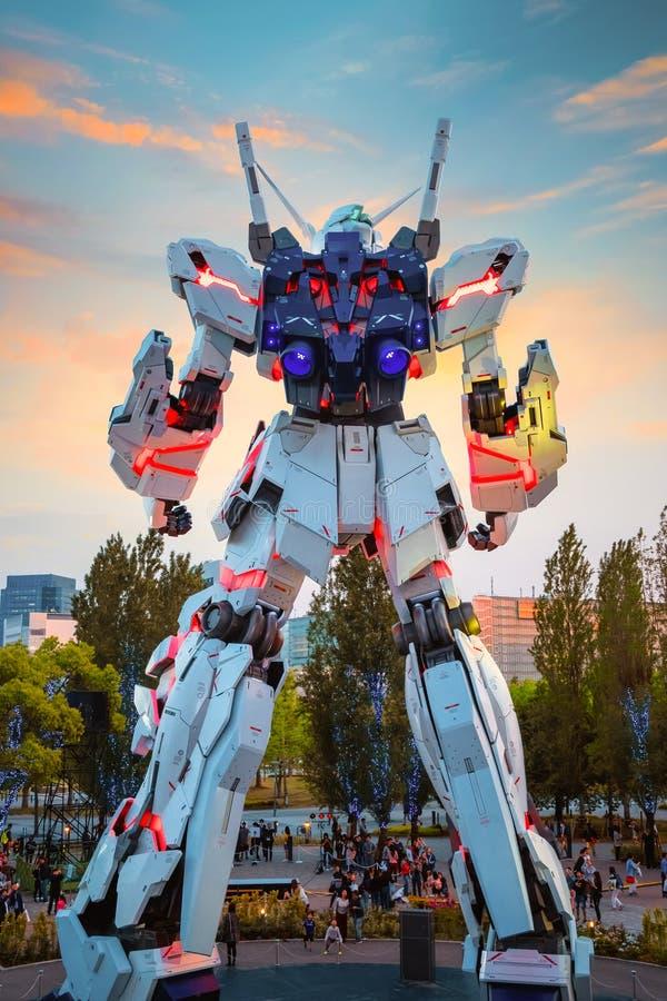 I naturlig storlek mobil dräkt RX-0 Unicorn Gundam på dykaren City Tokyo Plaza i Tokyo, Japan arkivfoton