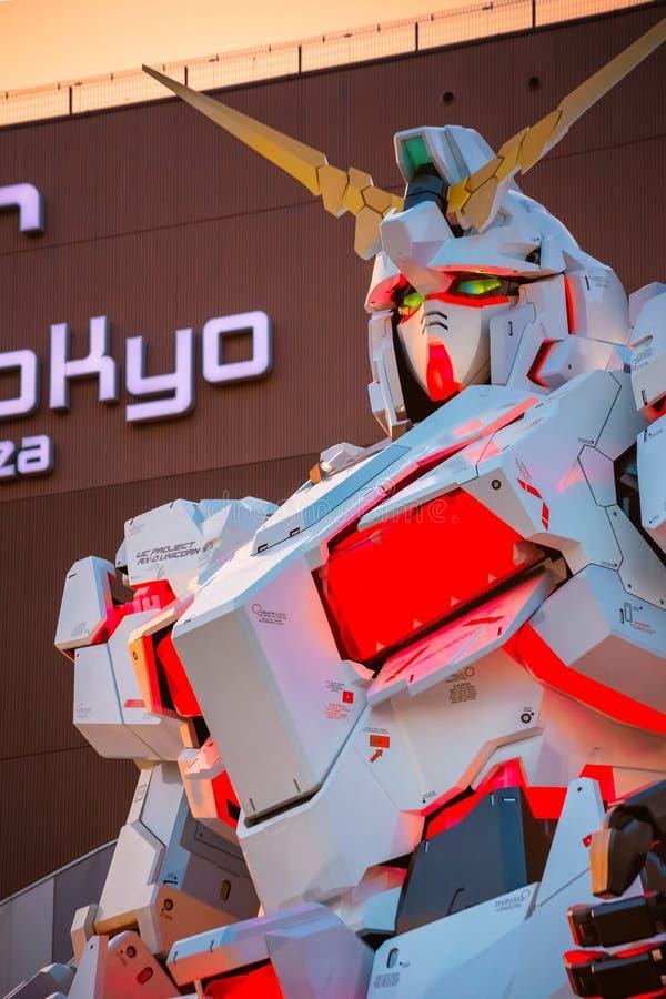 I naturlig storlek mobil dräkt RX-0 Unicorn Gundam på dykaren City Tokyo Plaza i Tokyo, Japan fotografering för bildbyråer