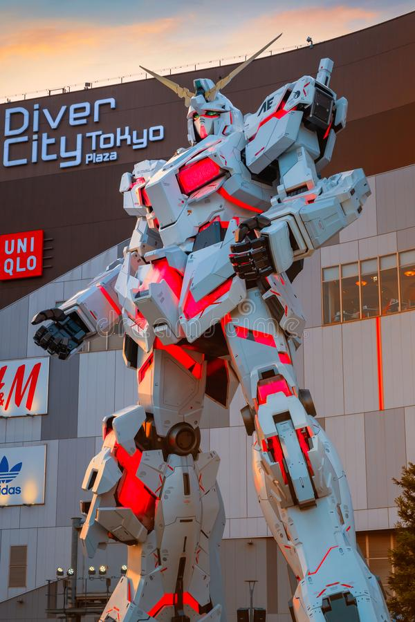 I naturlig storlek mobil dräkt RX-0 Unicorn Gundam på dykaren City Tokyo Plaza i Tokyo, Japan arkivbilder