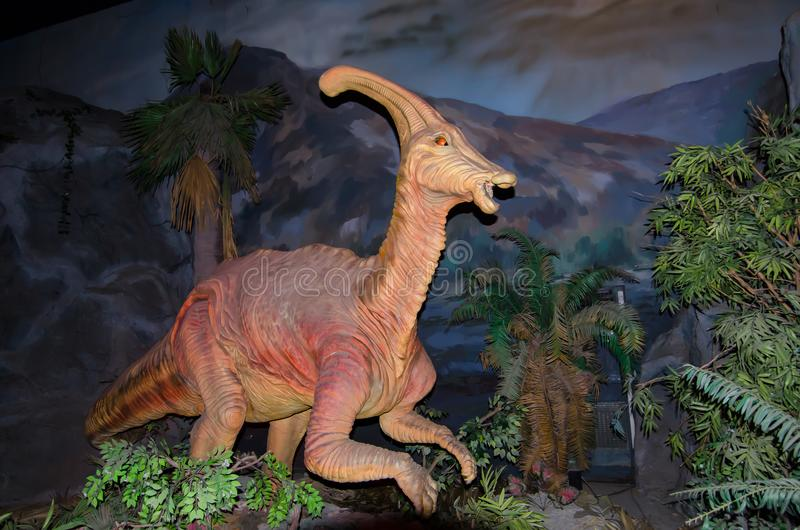 I naturlig storlek modell av den Parasaurolophus dinosaurien på dinotopiaen Siam Park City arkivfoto