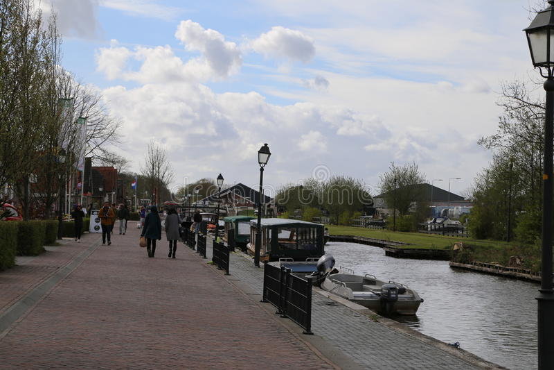 I PAESI BASSI - 13 aprile: Innaffi il villaggio in Giethoorn, Paesi Bassi il 13 aprile 2017 immagini stock