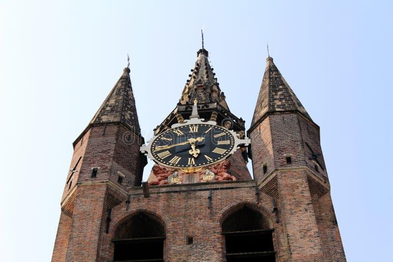 I Paesi Bassi, Delft, Oude Kerk - torre di orologio immagini stock