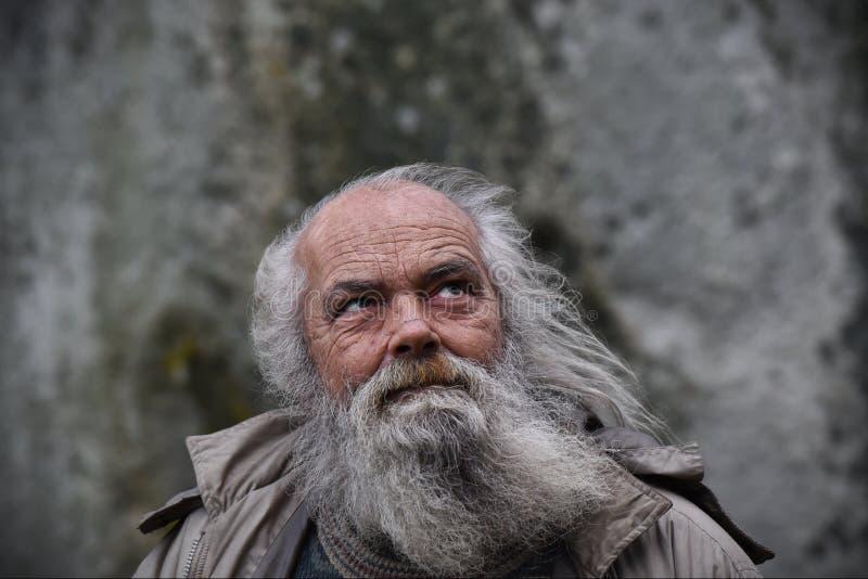 I Pagans ed i druidi segnano il solstizio di inverno a Stonehenge fotografia stock libera da diritti