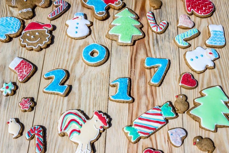 I pan di zenzero sono decorati per il nuovo anno ed il Natale & il x28; può essere usato come card& x29; immagine stock libera da diritti