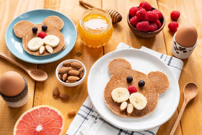 I pancake fanno colazione per i bambini, arte dell'alimento fotografia stock libera da diritti