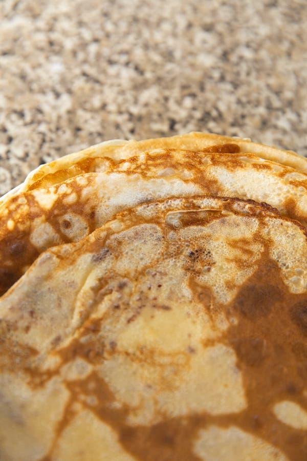 I pancake strutturano sopra kithcen la tavola - vista superiore di Flatlay fotografia stock