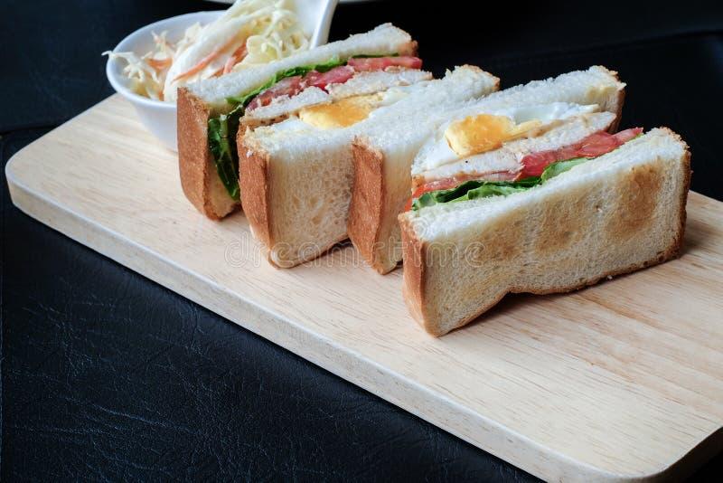 I panini di club appena fatti sono servito immagine stock