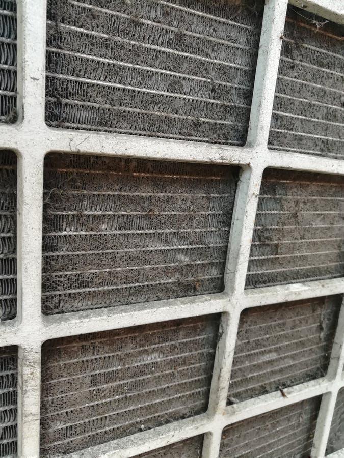 I pericoli di un filtro sporco dal condizionatore d'aria fotografie stock